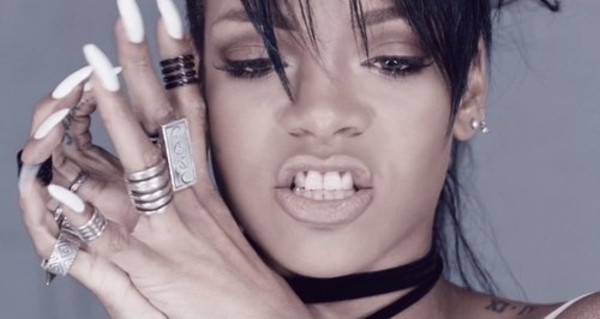jewels rihanna ring eye makeup