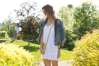 styling my life blogger white dress denim jacket