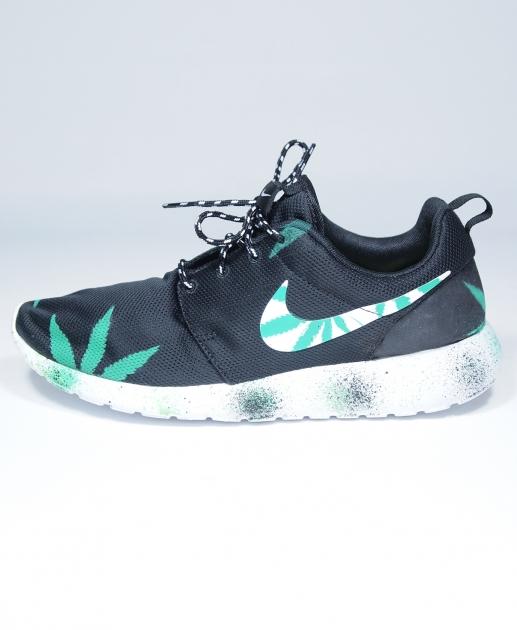 Nike roshe run custom in black