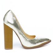 shoes,pumps,gold,gold shoes,gold pumps