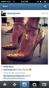 shoes,gold,snake skin,pumps