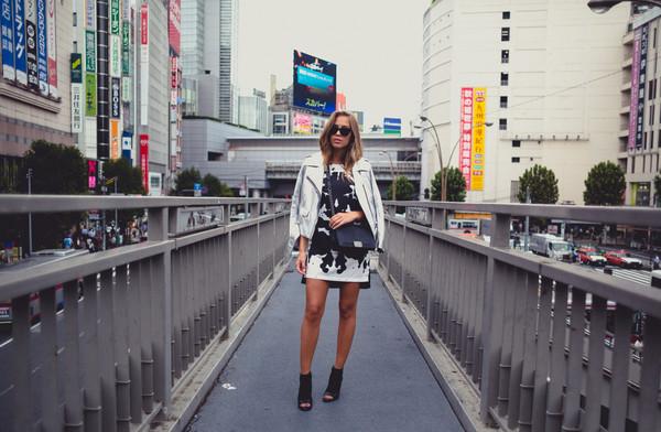 kenza blogger jacket bag jewels sunglasses