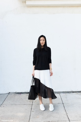 andy heart blogger black and white black and white skirt pleated skirt black sweater minimalist
