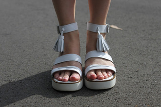 shoes cute girly vintage windsor smith heels platform shoes white white heels white sandal heels 90s style hipster high heels mid heel sandals