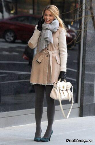 coat gossip girl serena van der woodsen blake lively scarf grey beige elegant designer