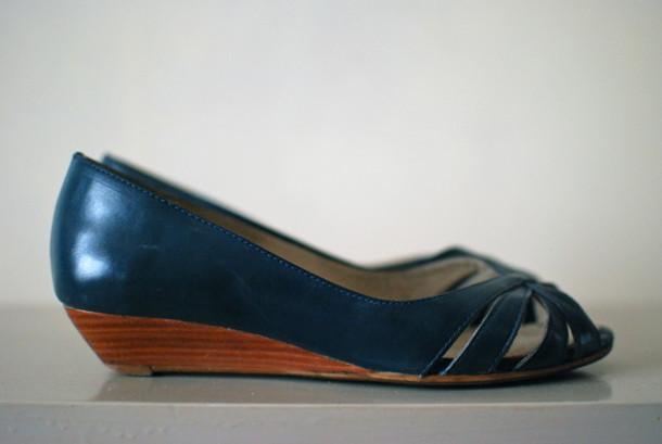 peep toe sandals shoes medium heels leather blue shoes