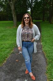 mommyinheels,blogger,cardigan,top,jeans,shoes,sunglasses,belt,curvy,loafers