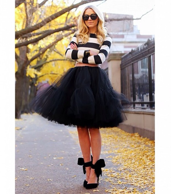 skirt blogger black shirt shoes