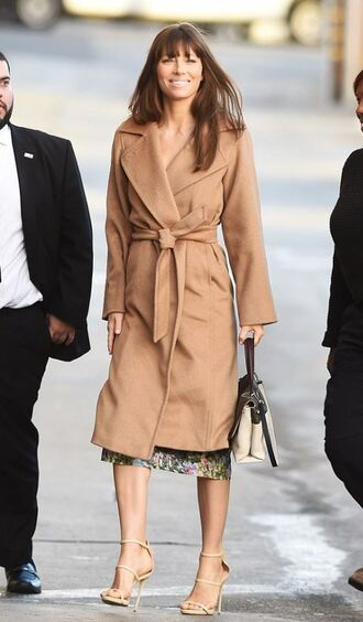 coat dress fall outfits jessica biel sandals camel coat