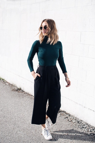 the august diaries blogger culottes cropped pants turtleneck petrol french girl style