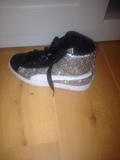 shoes,puma,crystal,fashion spot,jeans
