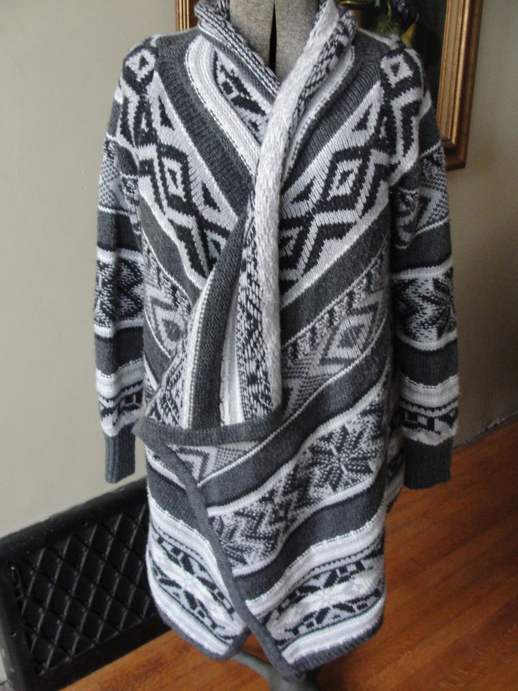 Wrap Sweater Old Navy Gray & White Hippie Retro Style Size Medium