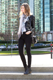 styling my life,blogger,leather jacket,shoulder bag,printed scarf,black jeans,ankle boots