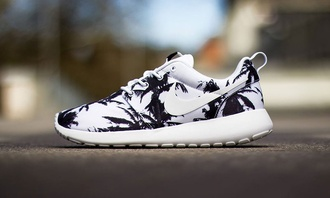 shoes roshe runs running shoes palm tree print palm tree indie trainers nike roshe run nike running shoes nike run nike running running fit fitness training sports shoes excercize excercise thinspo sportswear
