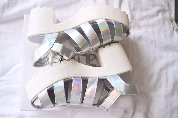 shoes white silver indie bambi high heels platform shoes platform shoes silver tumblr white sole chunky heel tumblr tumblr shoes metallic shoes platform high heels sandals holographic shoes straps holographic white platforms heels strap sandals