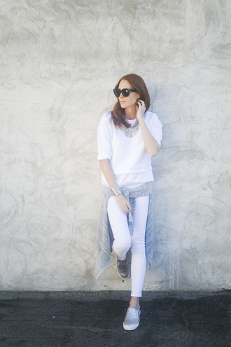 could i have that blogger sunglasses skinny pants white pants white sweater silver shoes