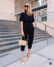 jumpsuit,cropped jumpsuit,short sleeve,shoulder bag,pumps,black jumpsuit,aviator sunglasses
