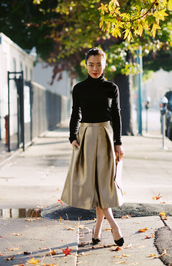 hallie daily,blogger,sweater,midi skirt,metallic,gold,skirt,bag,shoes,metallic skirt,black turtleneck top,metallic pleated skirt,turtleneck,black top,festive,christmas,holiday season