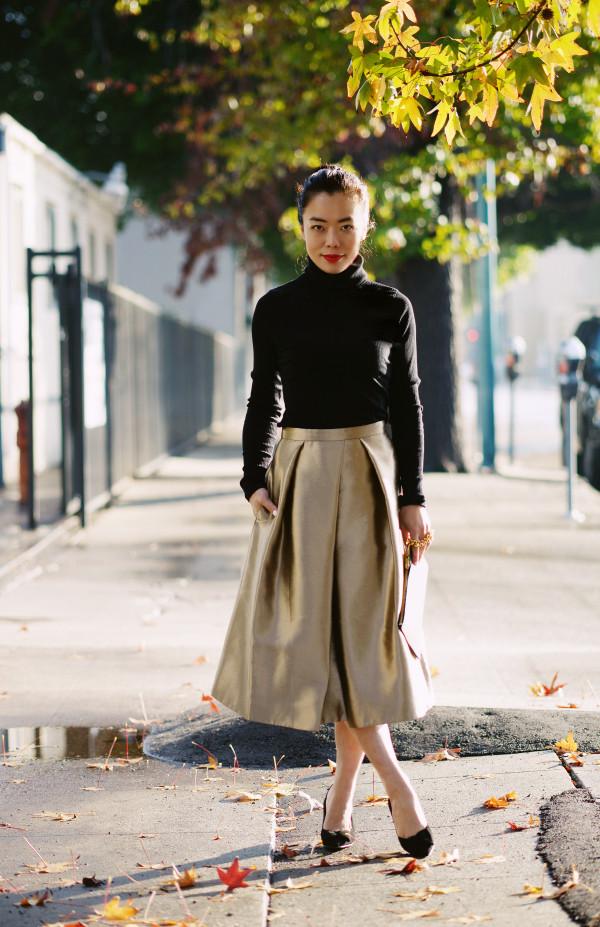 hallie daily blogger sweater midi skirt metallic gold skirt bag shoes metallic skirt black turtleneck top metallic pleated skirt turtleneck black top festive christmas holiday season