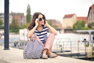 shiny sil blogger pants stripes birkenstocks pocket t-shirt
