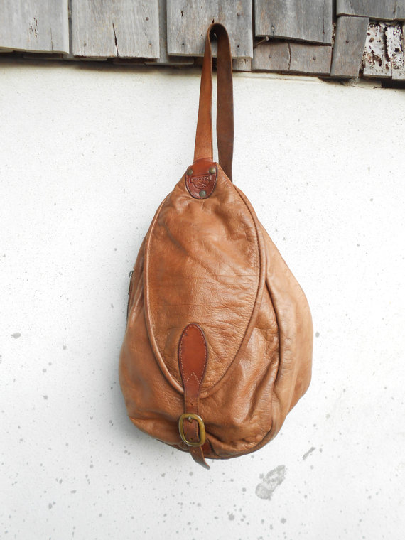 Vintage swaggy leather crossbodypack // medium // made in australia