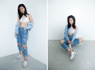 la vagabonde dame blogger top jeans halter crop top white crop tops ripped jeans denim denim shirt silver shoes mesh top