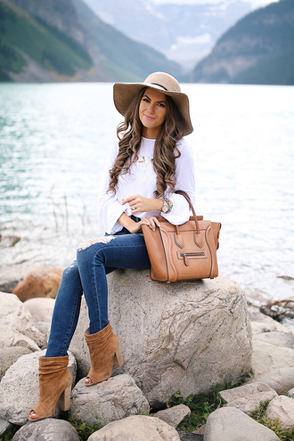 southern curls and pearls blogger top jeans hat shoes bag jewels make-up felt hat handbag ankle boots fall outfits floppy hat
