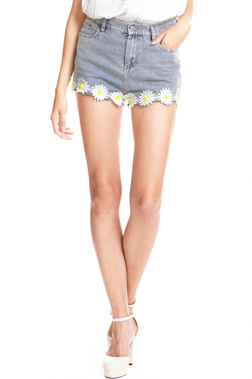Daisy embellished edge denim shorts, the latest street fashion