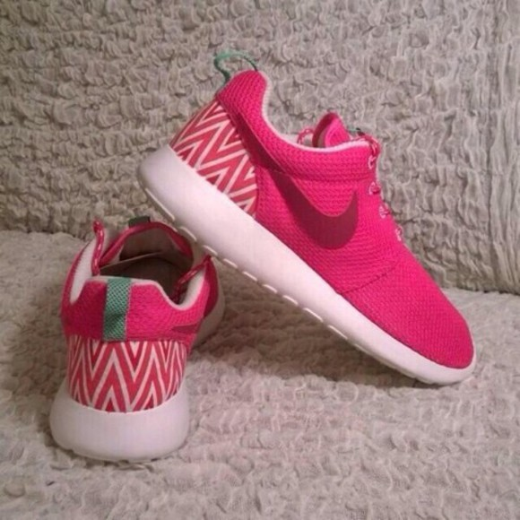 shoes pink and white nike roshe run