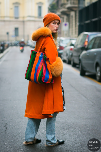coat tumblr streetstyle orange orange coat beanie bag tote bag denim jeans blue jeans fur collar coat