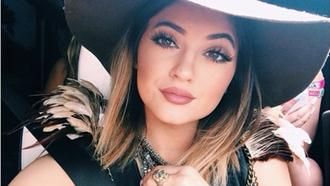 make-up pink lipstick matte lipstick kylie jenner hat
