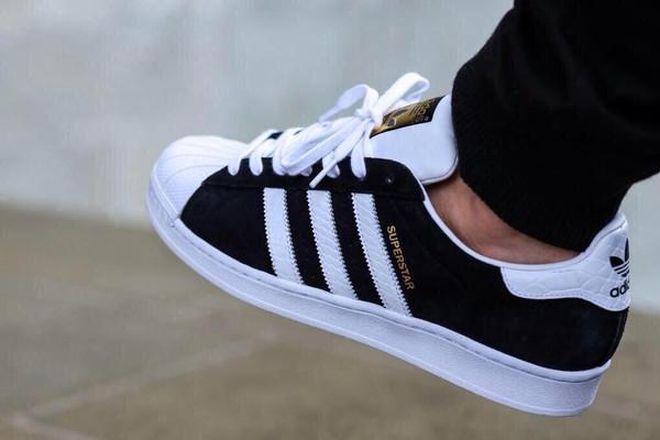 adidas superstar zwart wit suede