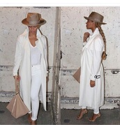coat,purse,handbag,bag,hat,trench coat,white top,white jeans,jeans,pants,skinny pants,skinny jeans,style,fashion,outfit,accessories,beyonce,celebrities in white,all white everything,long coat,felt hat,all white outfit