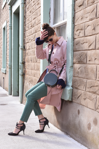 thank fifi blogger coat sweater jeans shoes sunglasses jewels hat bag round bag pink coat trench coat pumps spring outfits