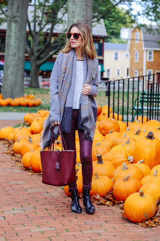 prosecco and plaid blogger jeans t-shirt cardigan bag scarf jewels burgundy halloween