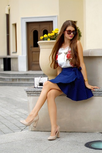 only my fashion style blogger top skirt bag shoes pumps high heel pumps blue skirt summer outfits camisole
