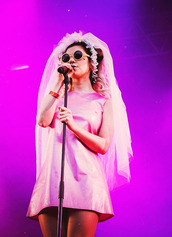 dress,marina and the diamonds,stage,live,pink,short dress