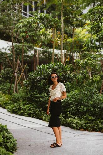 sophie van daniels fashion & lifestyle blog with an addiction to interiør design blogger blouse skirt shoes sunglasses jewels midi skirt black skirt birkenstocks spring outfits