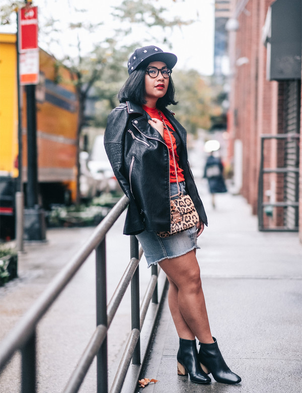 mimi & chichi blog blogger shirt jacket skirt jeans cardigan bag fall outfits fall outfits leather jacket mini skirt denim skirt red t-shirt