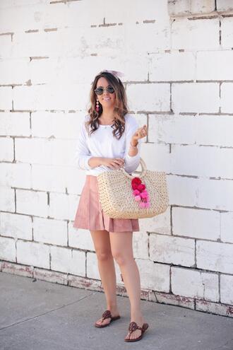 fashionably kay blogger skirt t-shirt shoes sunglasses jewels bag scarf