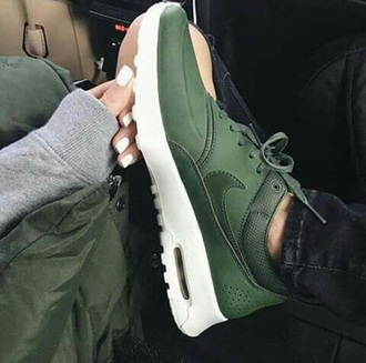 shoes nike nike shoes green green nike nike sneakers sneakers cool streetstyle streetwear beautiful beauty fashion shopping fashion