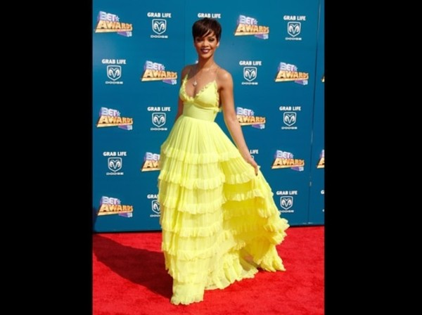 dress yellow dress rihanna