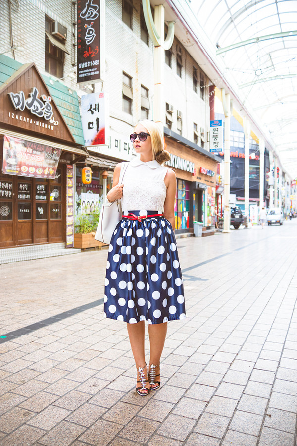 my blonde gal skirt bag top shoes sunglasses jewels