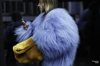 always judging blogger blue coat streetstyle fashion week 2015 texture fluffy