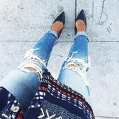 jeans,blue,white,style,sexy jeans,awesome clothes,girly,swag,ripped jeans,light jeans,sweater