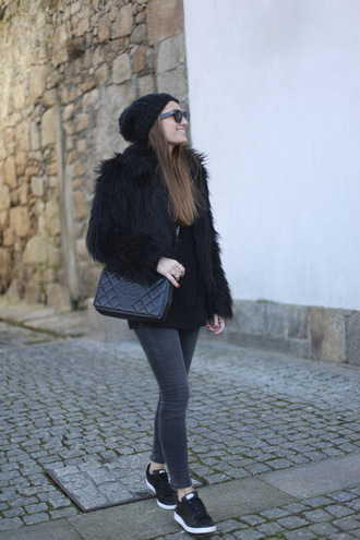 b a r t a b a c blogger coat skinny jeans grey jeans black coat fuzzy coat fluffy all black everything shoes top jeans hat bag jewels
