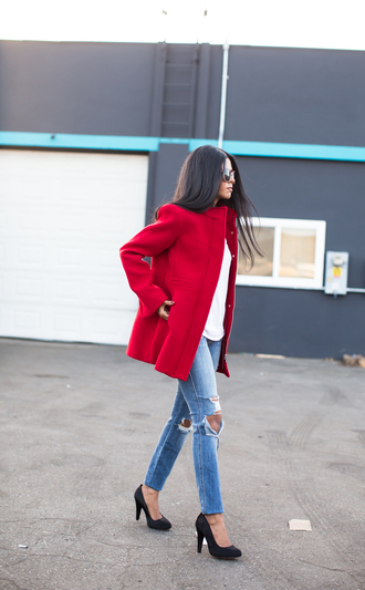blogger sunglasses coat ripped jeans walk in wonderland red