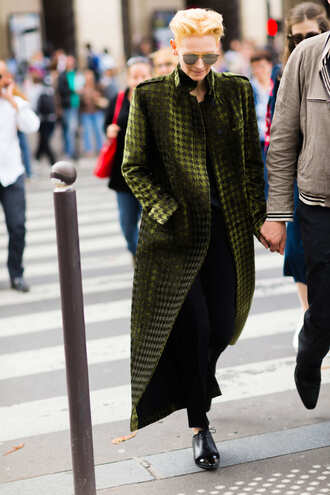 coat fashion week street style fashion week 2016 fashion week paris fashion week 2016 green coat long coat pants black pants flats black flats black shoes shoes streetstyle sunglasses winter outfits winter look masculine coat