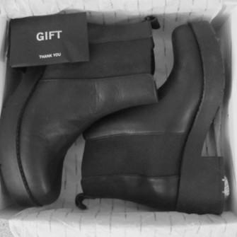 shoes boots rock black chelsea middle heel dark leather cool trendy highcut black boots combat boots cute shoes vagabonds high heels little black boots high heels black shoes chelsea boots heeled chunky high heels black shoes cute shoes gift lovely thankyou the middle