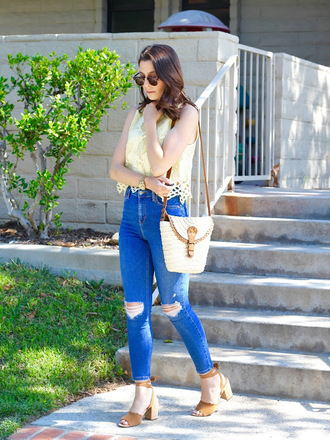 cost with me blogger top jeans bag hat shoes basket bag sandals skinny jeans summer outfits
